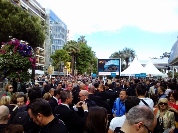 Cannes crowds picture
