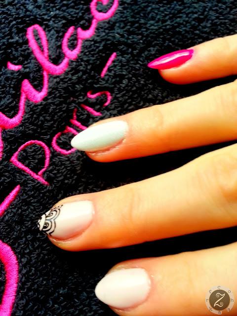 paznokcie w kolorach rozu