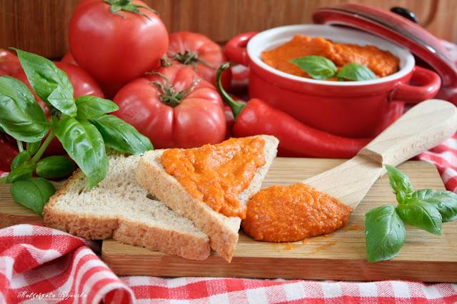 Pikantny ketchup z dodatkiem marchewki