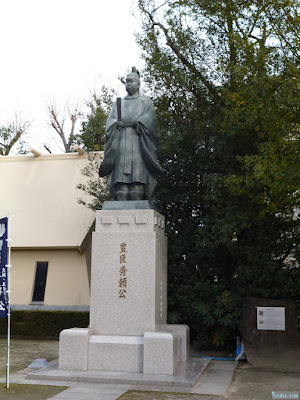 豊臣秀頼公の銅像