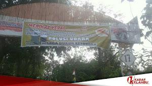 Menolak Kebaradaan Kandang Ayam Peternakan, Warga Dusun Keyongan, Penganten Blokir Akses Jalan Dengan Memasang Pagar Bambu