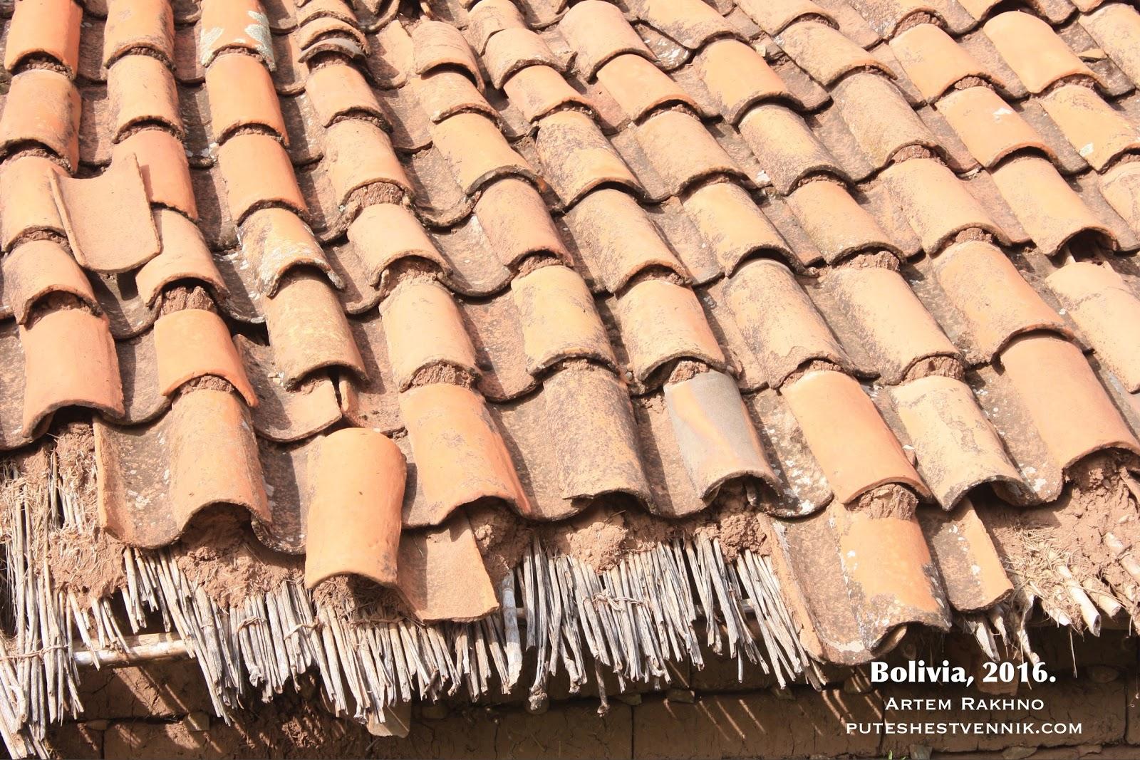 Черепичная крыша с соломой
