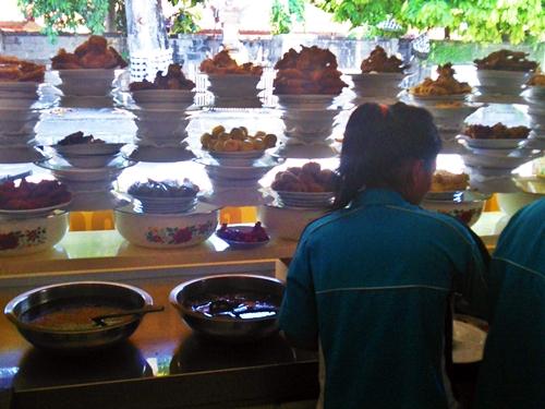 バリ島グルメ情報☆安くて美味しいパダン料理のワルン
