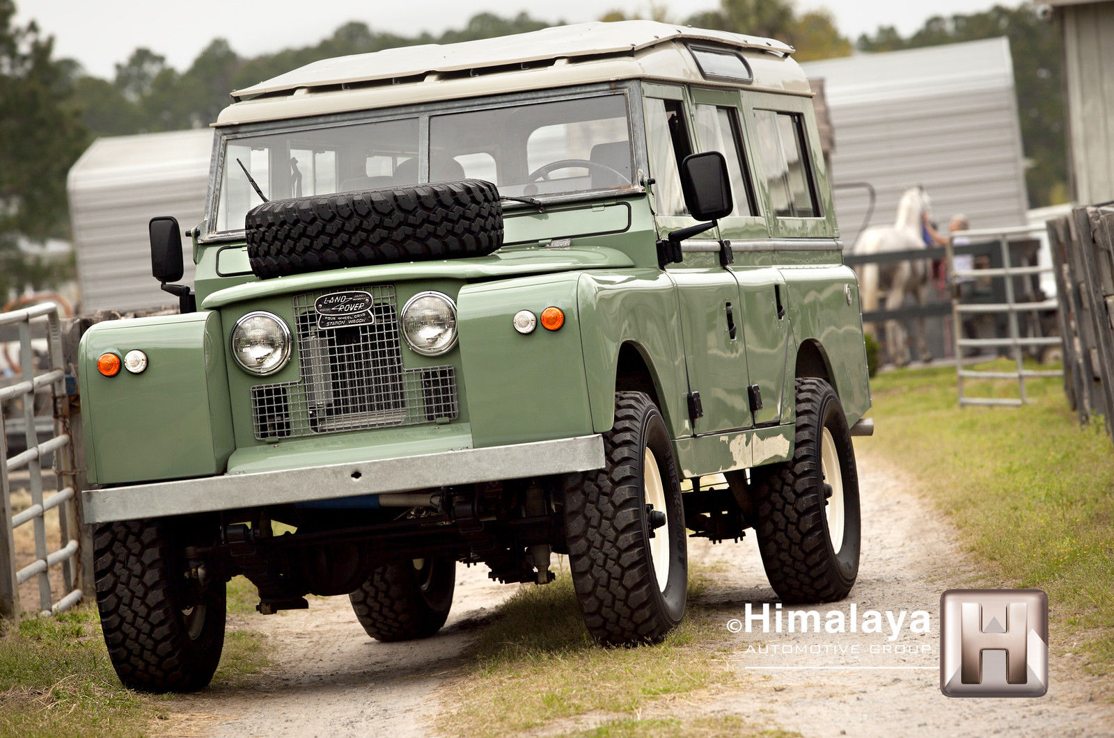 stunning 1967 restomodded land rover is up for grabs on ebay carscoops. Black Bedroom Furniture Sets. Home Design Ideas
