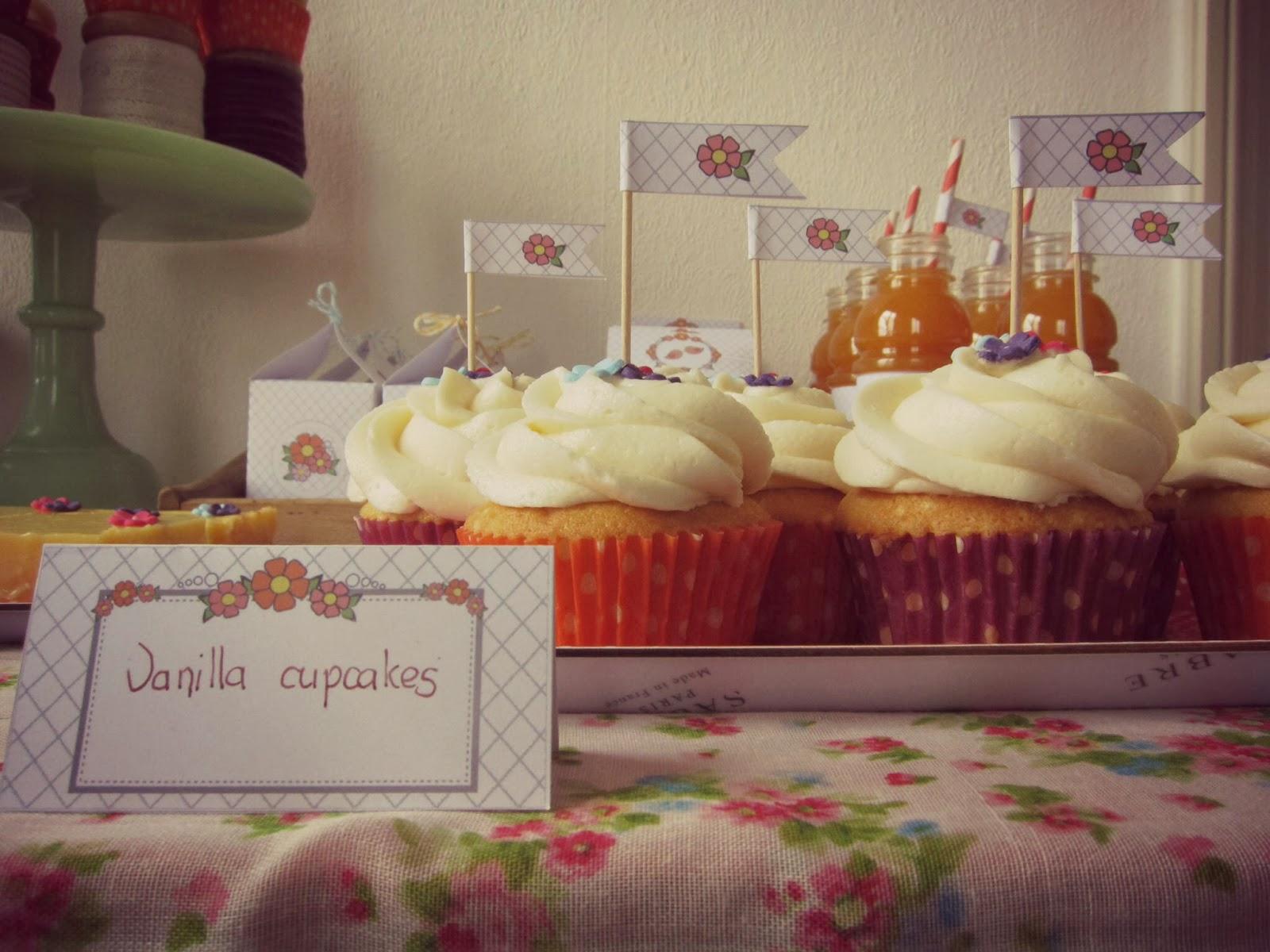cupcake a la vanille, decoration fleurie