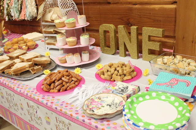 alice in wonderland themed party tableware