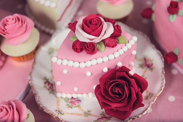 Roses and Cake! All I need for a perfect party! I don't even need guests to be honest