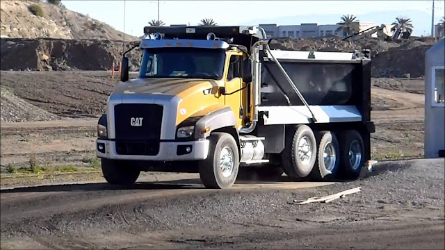 Gambar Dump Truck Caterpillar Cat CT660
