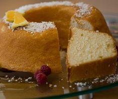 Imagem do bolo de laranja com casca pronto para consumo