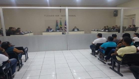 Governador é alvo de críticas em sessão na Câmara Municipal de Caxias