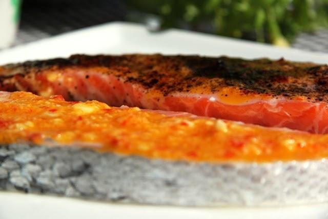 Heidis Verden: Opskrift: Laksekoteletter med lakridspulver og chili/hvidløgsmarinade, salat med ...
