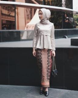 kombinasi kebaya peplum dengan batik