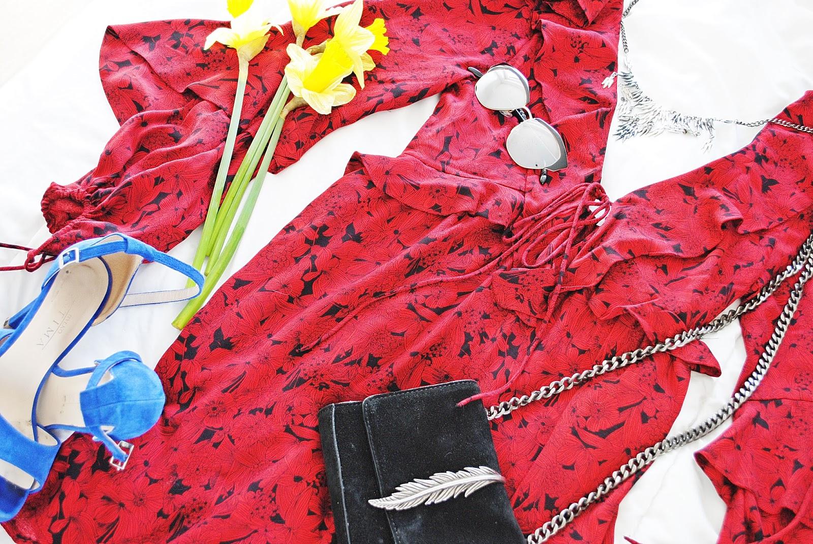 sukienka i szpilki