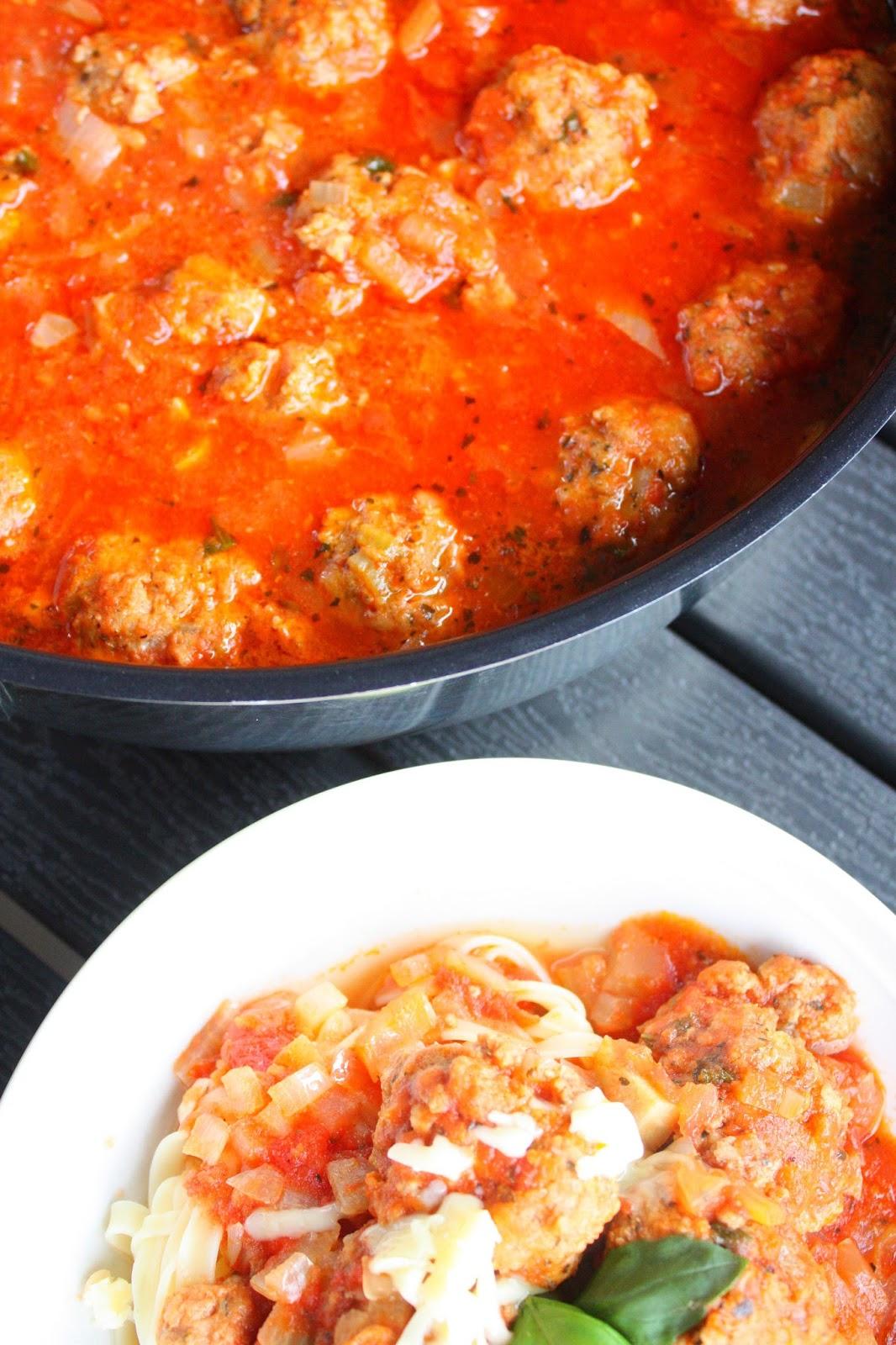 frikadelli lihapulla lihapyörykkä italia tomaattikastike resepti pasta