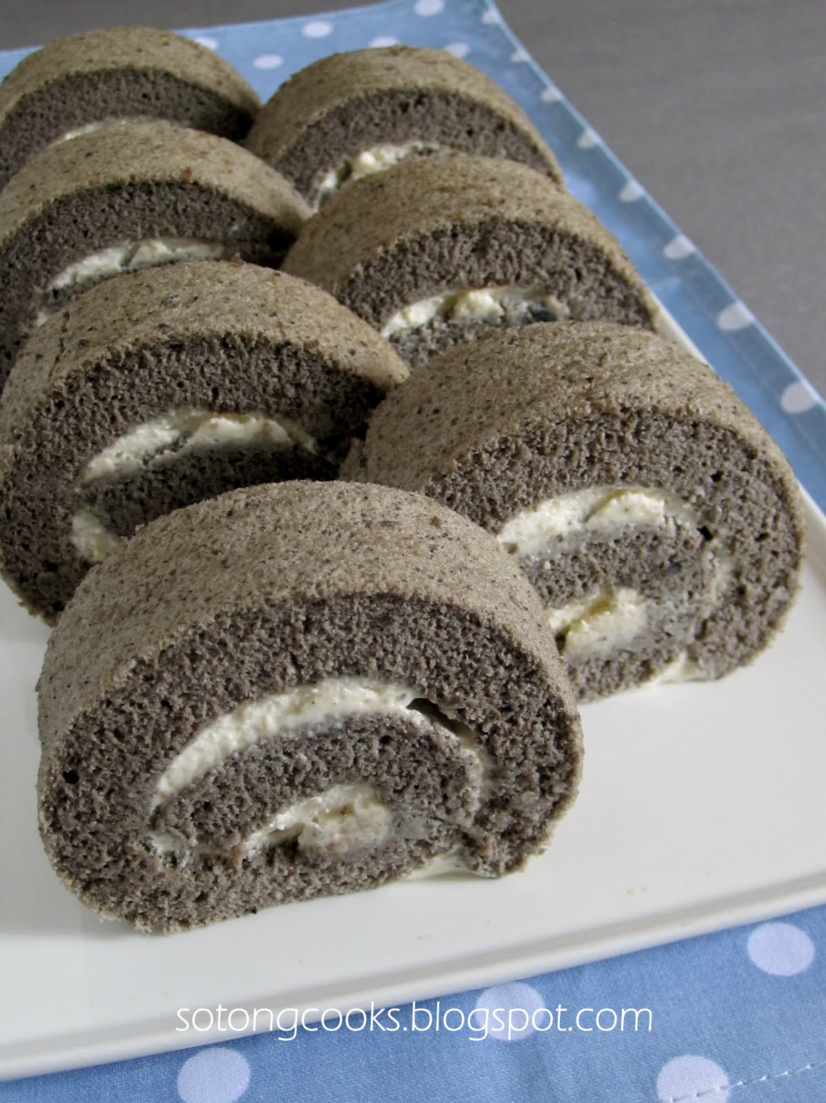 Sotong Cooks Cooking It My Way Black Sesame Chiffon Roll