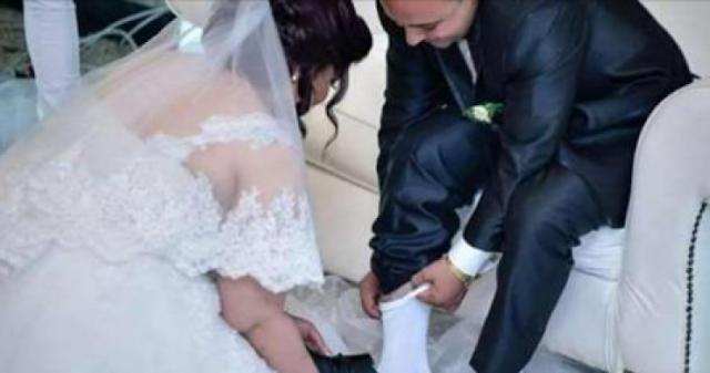 """بعد غسلها رجلي زوجها خلال حفل الزفاف.. العروس تخرج عن صمتها! وتوضح: """"لهذا السبب قمت بذلك!!"""""""