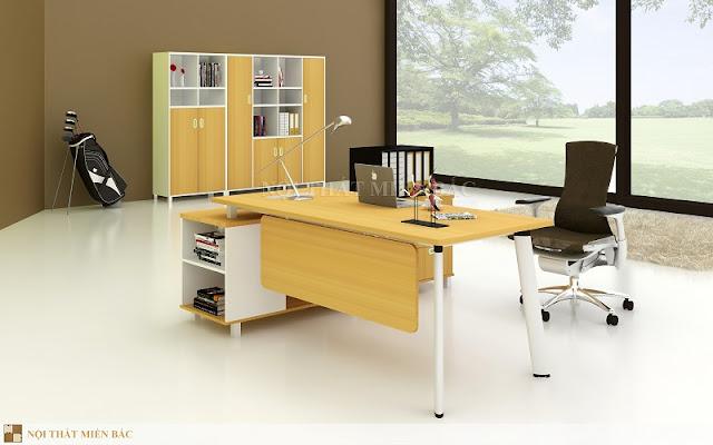 thiết kế nội thất văn phòng với bàn làm việc trẻ trung, linh hoạt