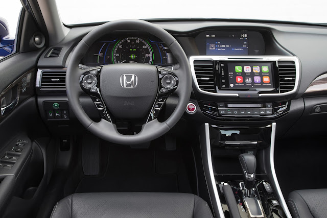 Interior view of 2017 Honda Accord Hybrid