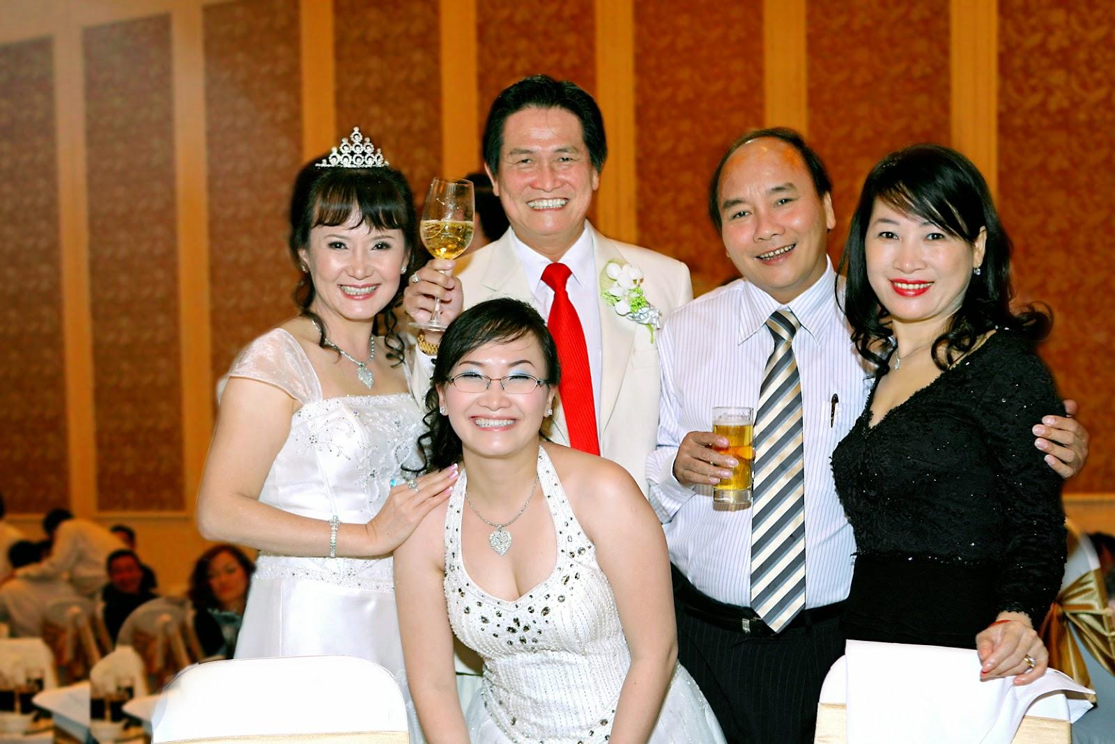 Gia đình Phó thủ tướng Nguyễn Xuân Phúc đã nhận bao nhiêu Cổ phiếu, Cổ phần của đại gia Hoa kiều Đặng Văn Thành?