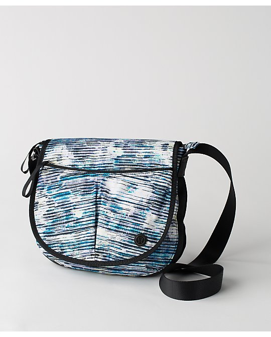 lululemon blurry-bell essentials-bag