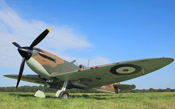Supermarine Spitfire sebagai pesawat interceptor, latih dan berbasis kapal induk