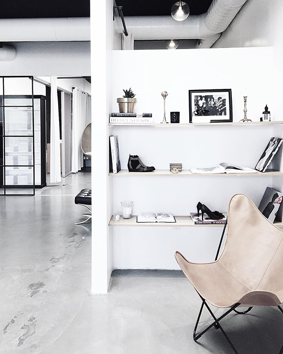 Scandinavian loft design | Photo via Homey Oh My