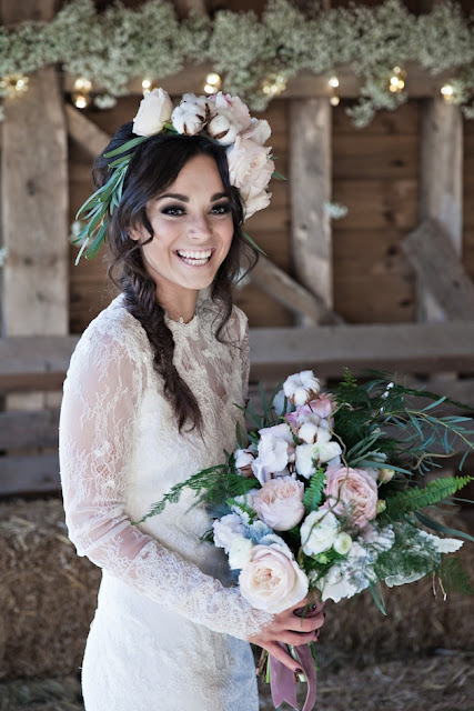 novia corona flores