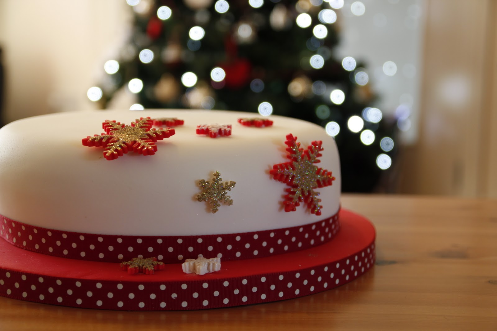 Cross My Apple Tart Icing A Round Christmas Cake With