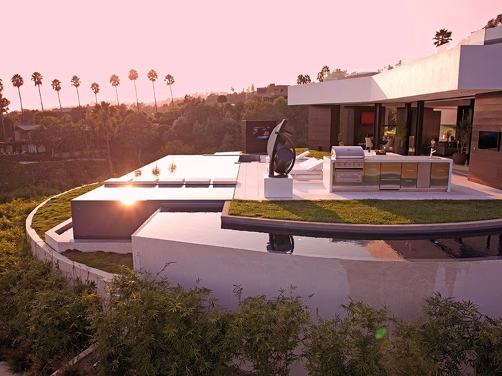 Terrace of Perfect modern mansion in Beverly Hills at sunset