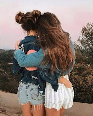 pose de amigas de espaldas