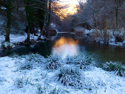 Acquacheta: tramonto sul torrente innevato
