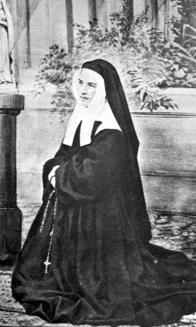 Santa Bernadette freira no convento de Nevers