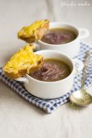 (zupa cebulowa