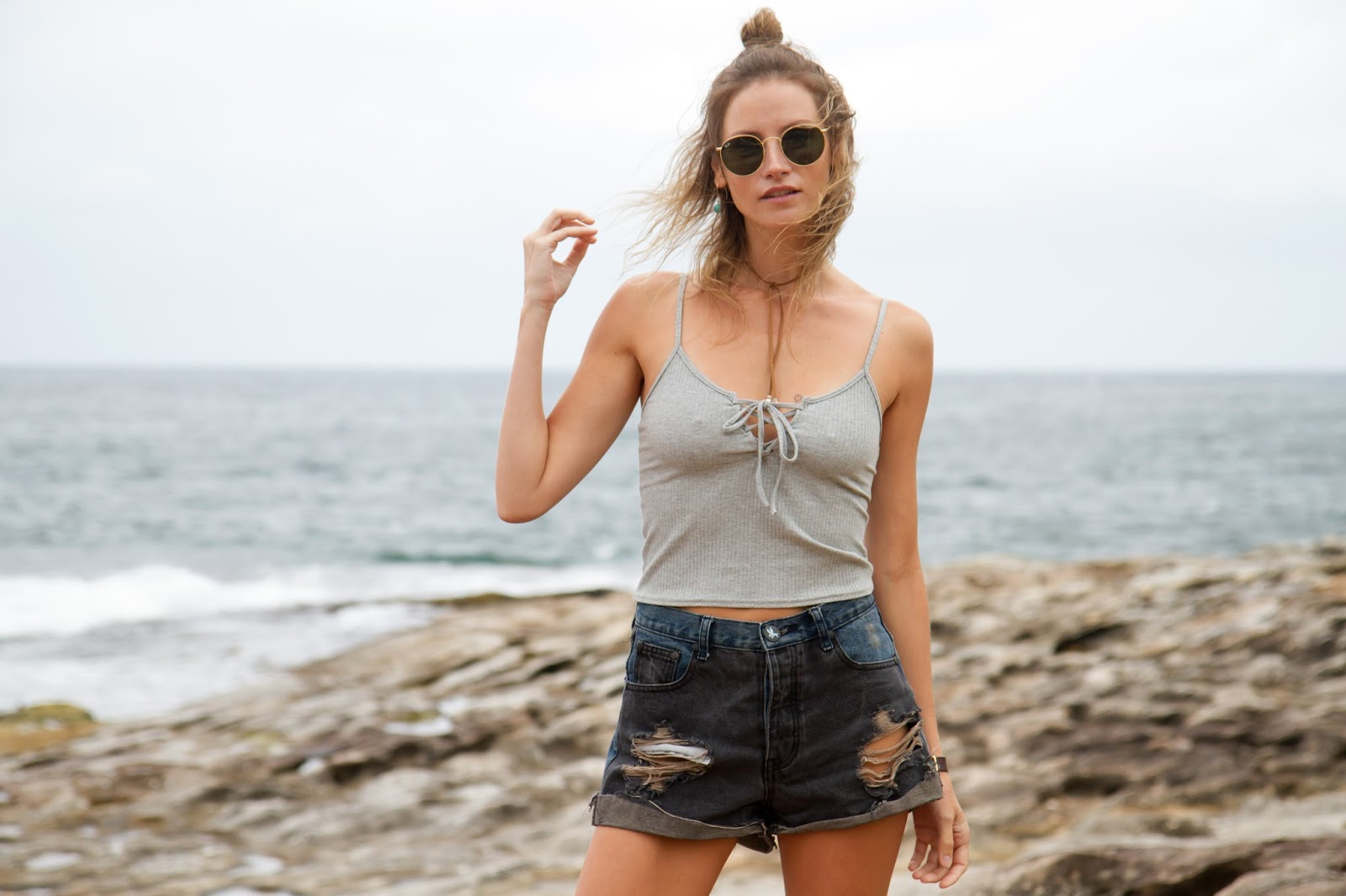 fashion blogger, alison hutchinson, is wearing a zaful tank top, ray-ban sunglasses and one teaspoon shorts
