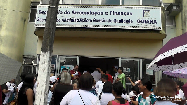 Protesto: Professores ocupam Prédio da Secretária de Finanças de Goiana