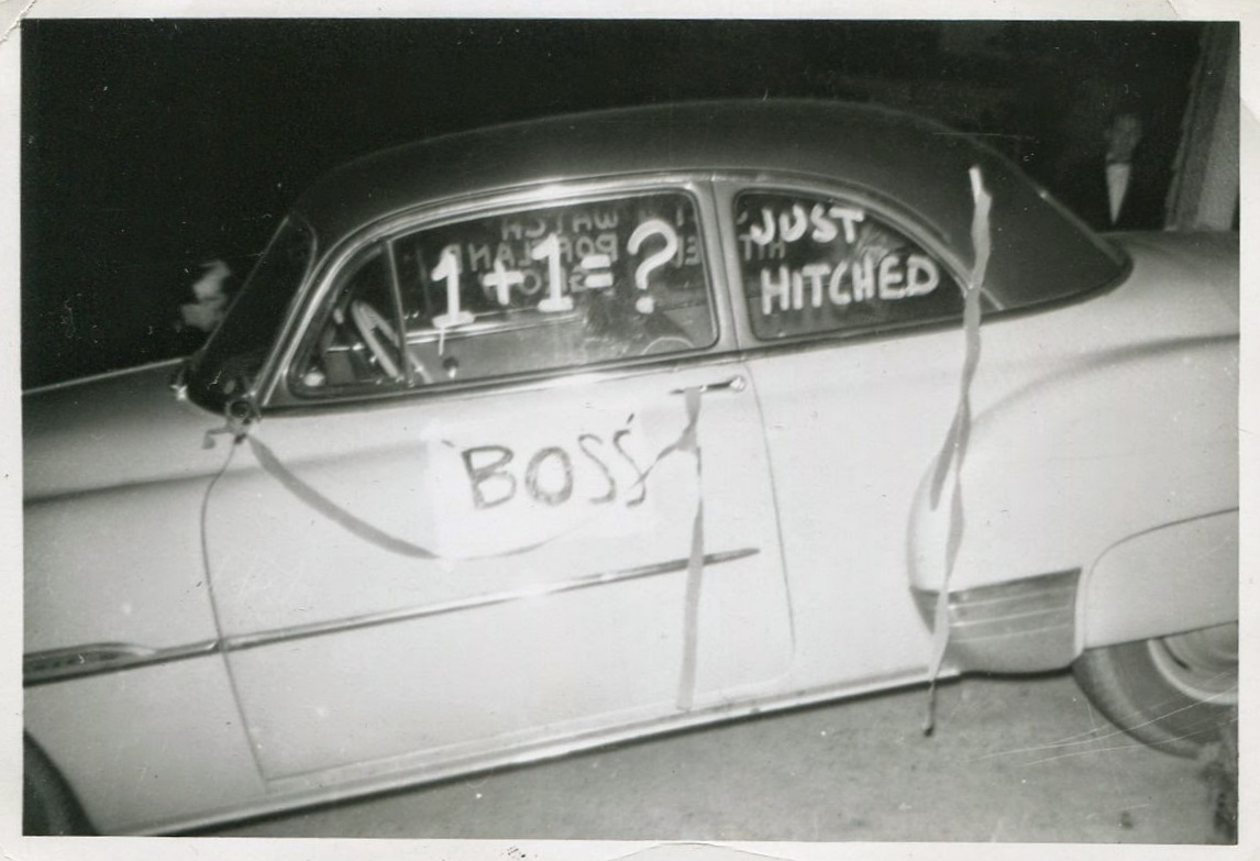 """Funny Vintage Photographs of """"Just Married"""" Wedding Cars From the ..."""