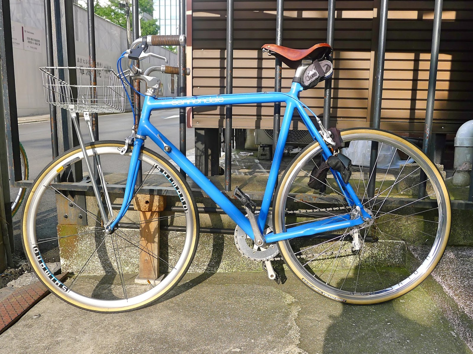 4103b1f4884 A very classy vintage Cannondale road bike bosco bar/ basket conversion  spotted parked outside Public