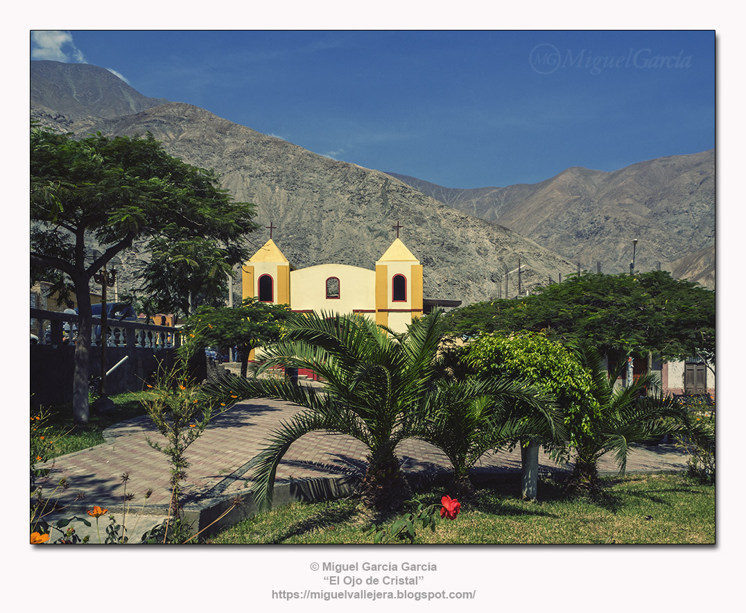 Catapalla (Lunahuaná), Capilla y Plaza de Armas.
