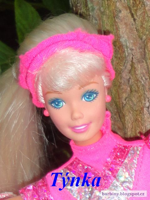 http://barbiny.blogspot.cz/2014/10/galaxy-barbie-1996.html