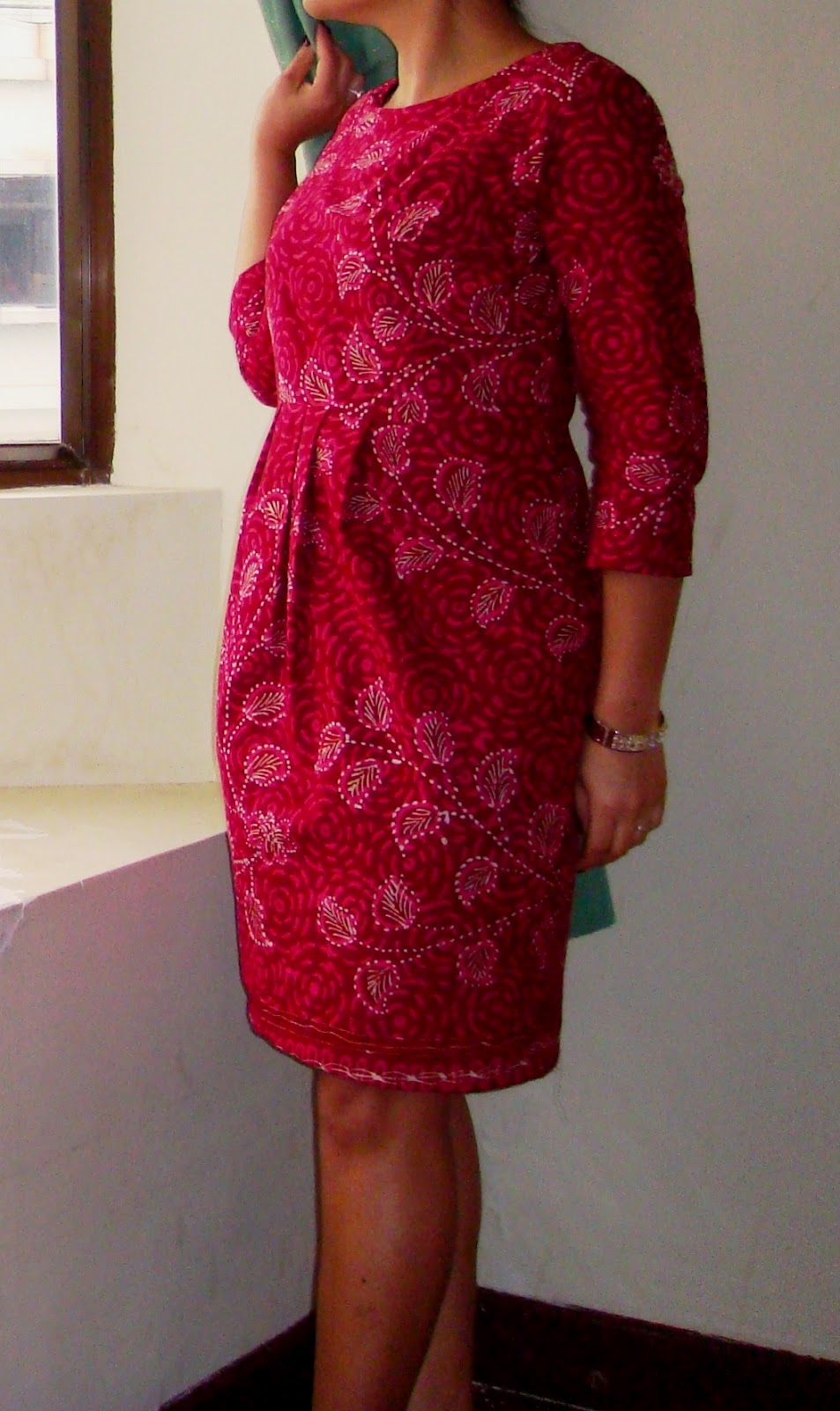 http://velvetribbonsew.blogspot.com/2012/02/madura-batik-dress.html