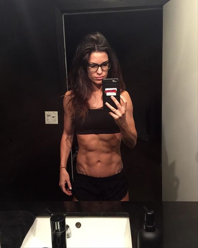 Fitness Model Amber Dodzweit Instagram photos