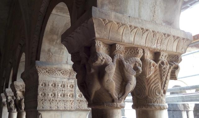 Més capitells de la catedral d'Elna