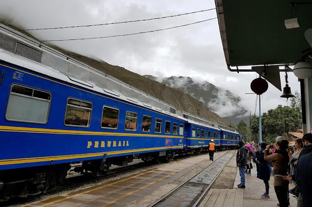 Trem de Ollantaytambo para Machu Picchu