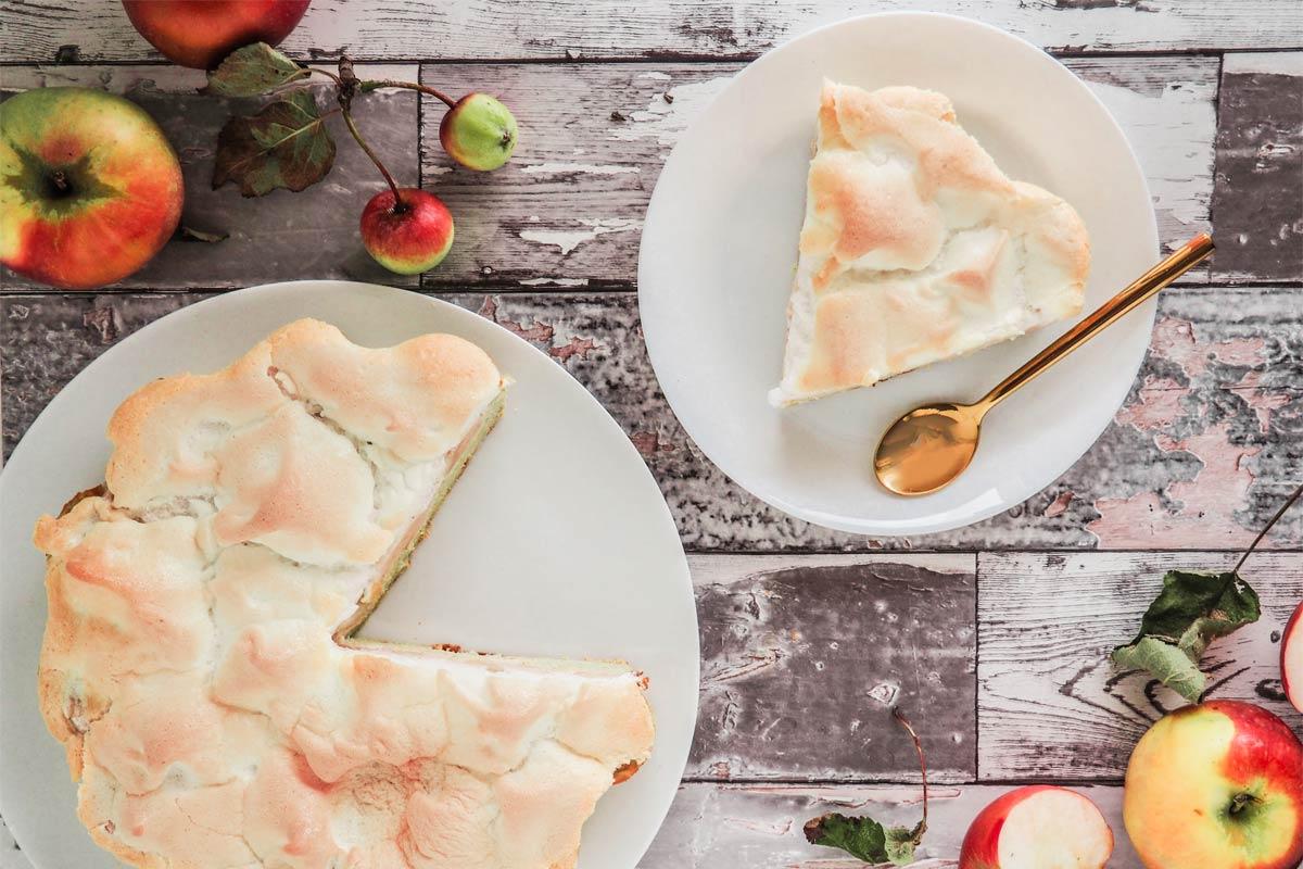 ciasto z jabłkami z bezą