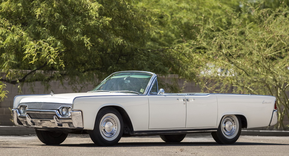 jackie kennedy s 1961 lincoln continental convertible is exquisite. Black Bedroom Furniture Sets. Home Design Ideas
