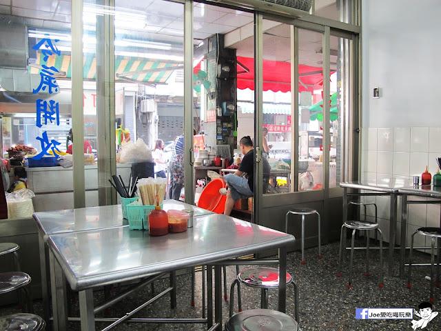 IMG 8706 - 第五市場蚵仔粥│在地人的好口味, 除了蚵仔粥,肉捲、紅燒肉也是必點