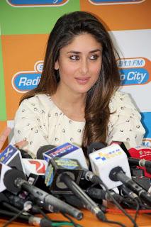 Bollywood Actors Movie Promotion Stills Kareena Kapoor (2)
