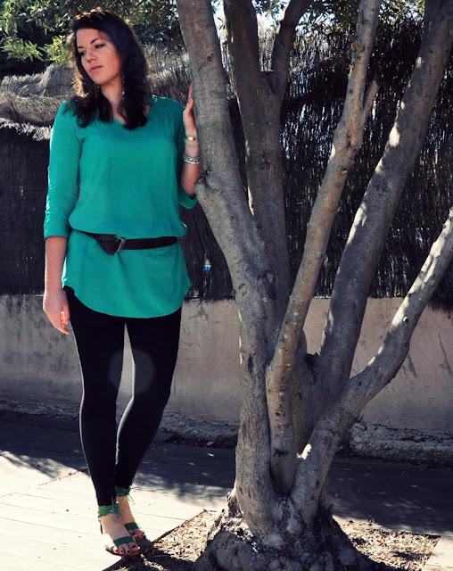 Grüne Tunika von Mango, schwarze Leggings von H&M