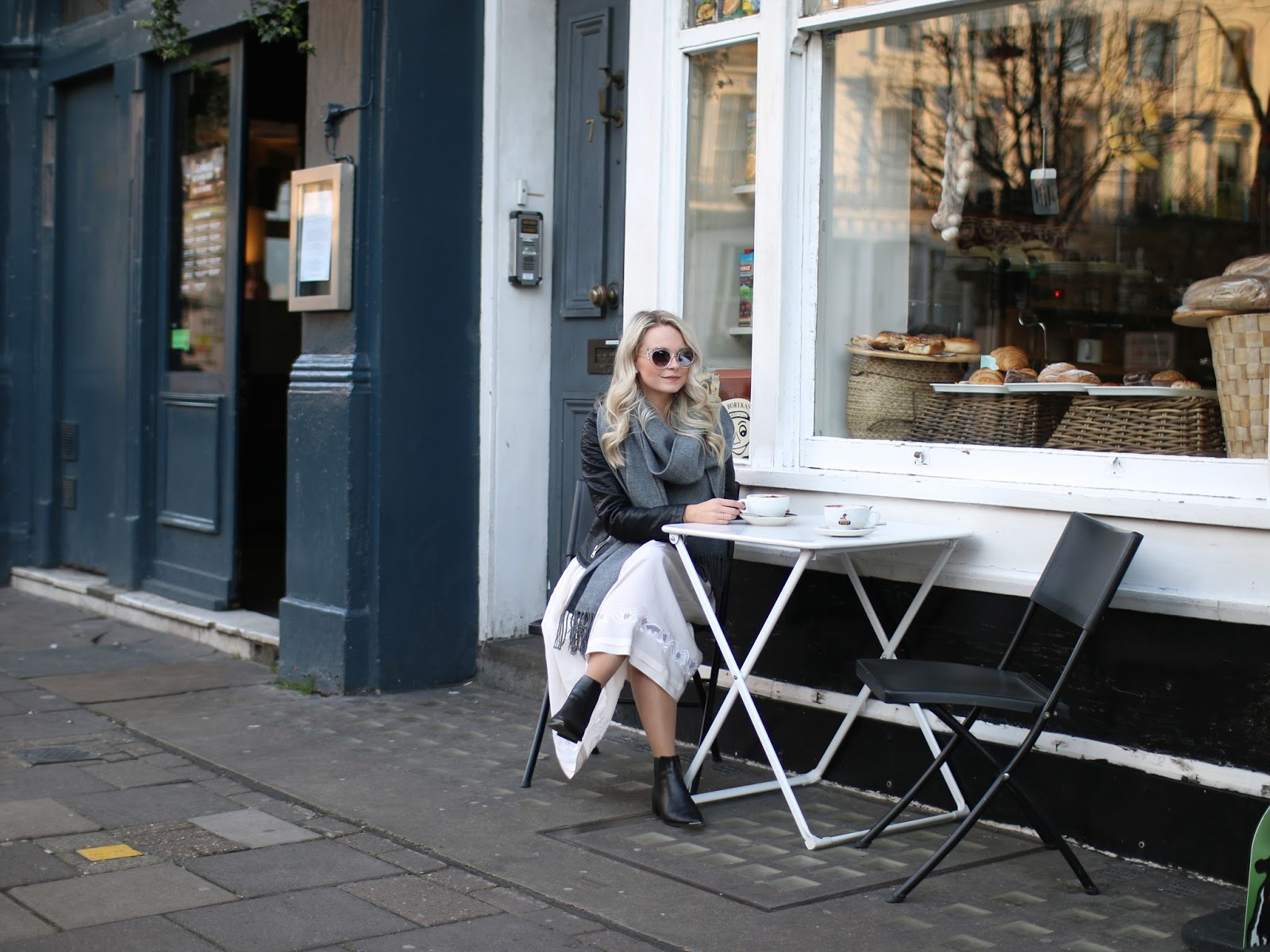 neutral coloured outfit in front of notting hill coffee shop