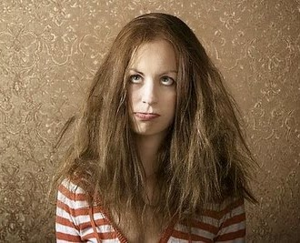 Güzellik salonu - evde bölünmüş saçlar için maskeler